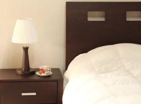 Dormitorio-cama-y-veladora